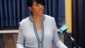 Baltimore mayor seeks US probe of police; governor lifts emergency