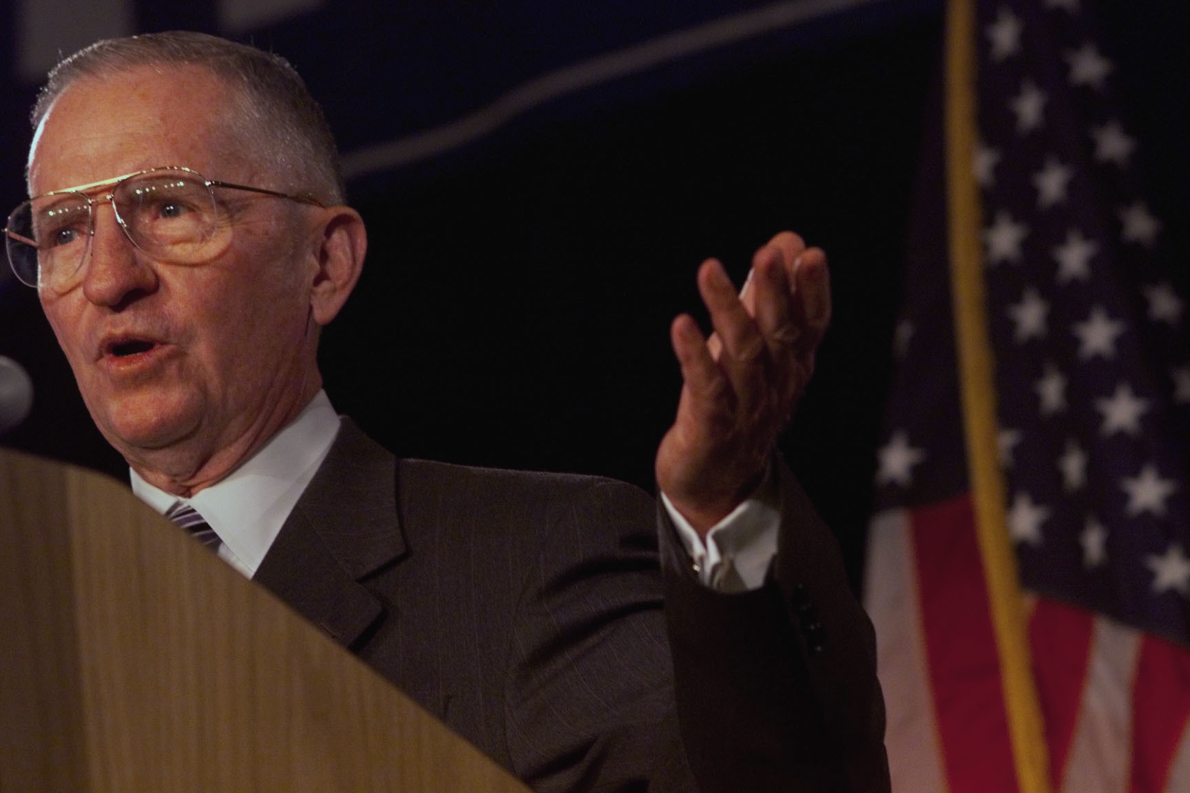 7/24/99- Reform Party founder Ross Perot speaks to delegates at the party's 1999 national convention in Dearborn, Texas Saturday night. Perot stressed the problems with the two-party system and urged Reform party members to remain honest politicians.(Phot